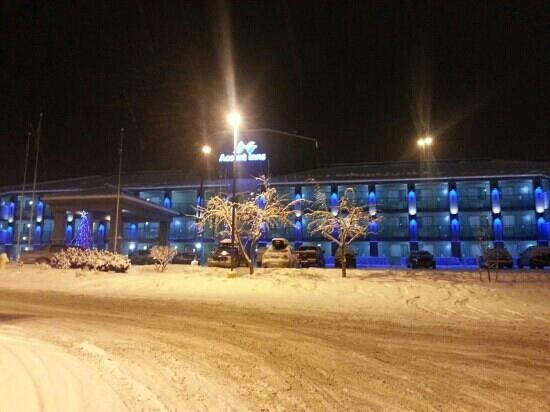 Accent Inn Kamloops: Snowy Night