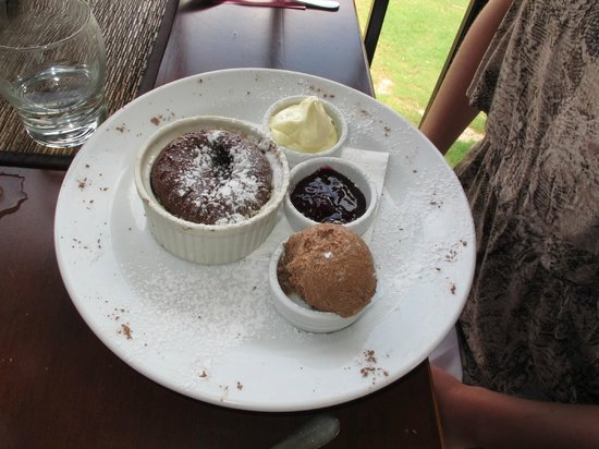 Oceanview Estates Winery and Restaurant : Hot soft centred chocolate pudding