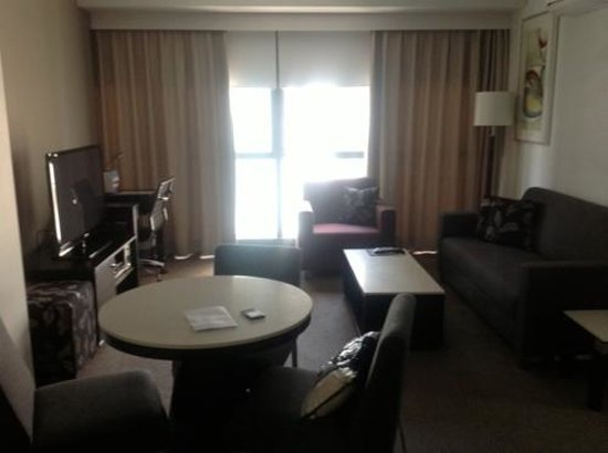 Meriton Serviced Apartments Brisbane on Adelaide Street: The living room