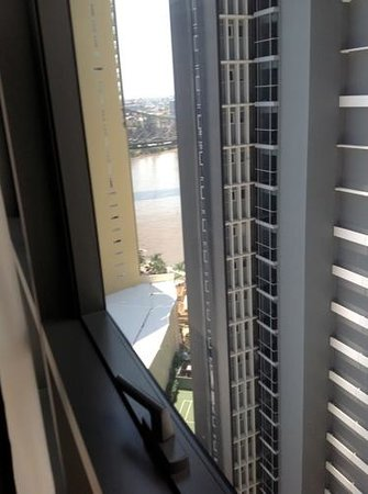 Meriton Serviced Apartments Brisbane on Adelaide Street: View of river from 15th Floor