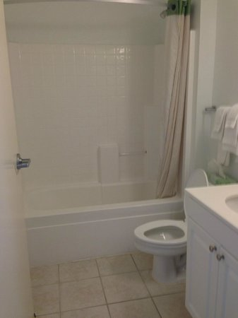 Extended Stay America - Dallas - Bedford: Bathroom