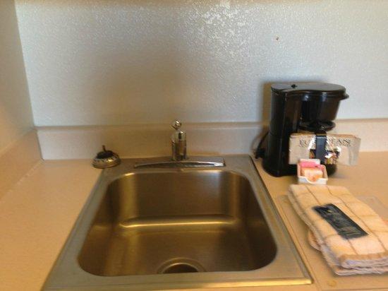 Extended Stay America - Dallas - Bedford: Kitchen Backsplash