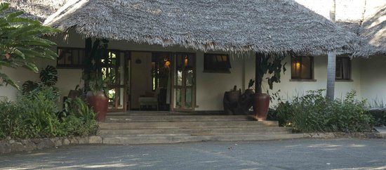 Moivaro Lodge: Entry