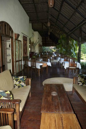 Moivaro Lodge: Bar seating