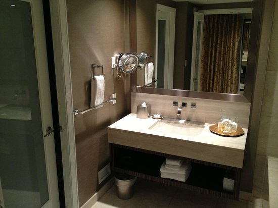 L'Hermitage Hotel: Bathroom