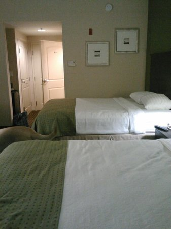 Holiday Inn Daytona Beach LPGA Blvd: Room before we messed it up