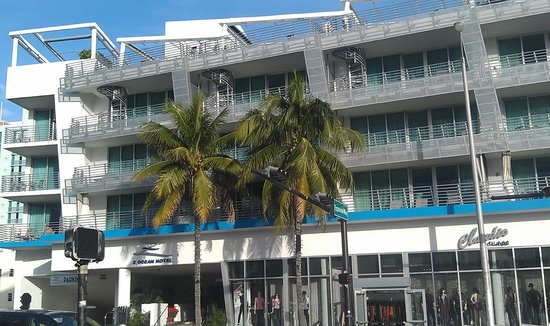 Z Ocean Hotel South Beach: Collins Ave side