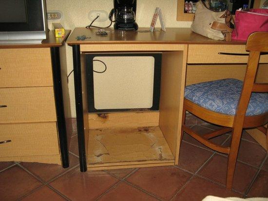 Allegro Papagayo: Where the fridge used to be...