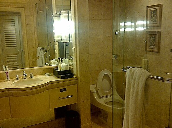 InterContinental Jakarta MidPlaza: Bathroom
