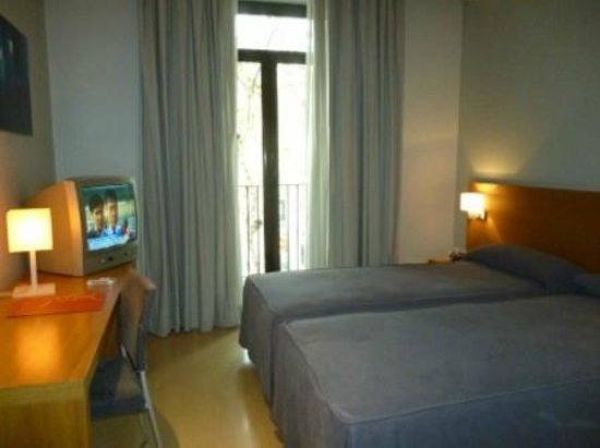 Hotel Arc La Rambla: The room