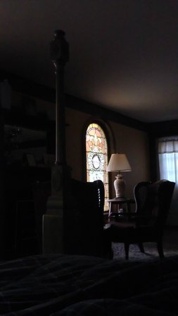 Ravenwood Castle: Cinderella's Coach House - morning view