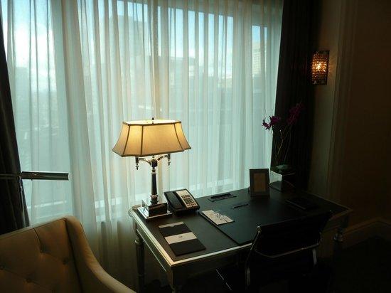 The Adelaide Hotel, Toronto: desk