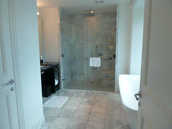 The Adelaide Hotel, Toronto: Bathroom