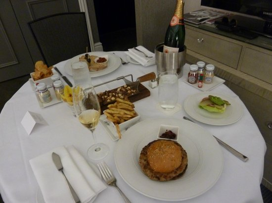 Trump International Hotel & Tower Toronto: Room service has arrived!