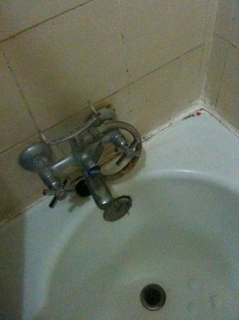 Abian Srama Hotel and Spa: dirty bathroom