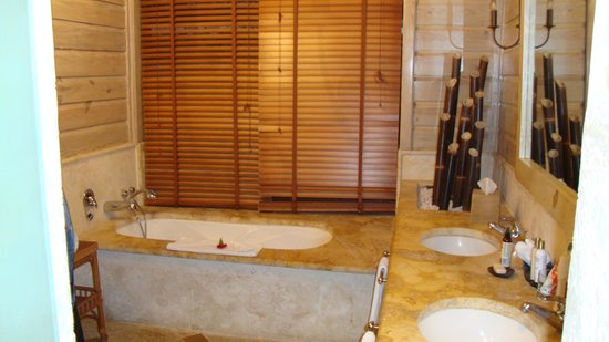 Sanctuary Cap Cana by AlSol: Bathroom in Villa