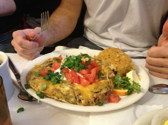 Zachary's Restaurant: Joe's mess - if you can eat all that, you sure are hungry