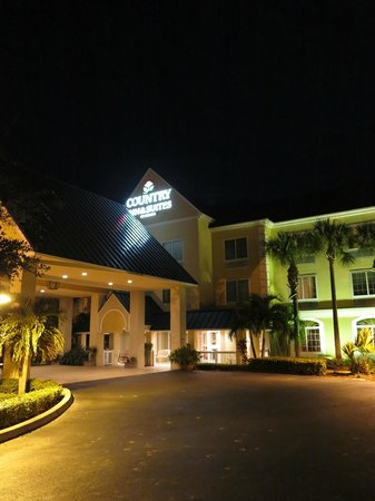 Country Inn & Suites By Carlson, Vero Beach-I-95 : Outside at Night.