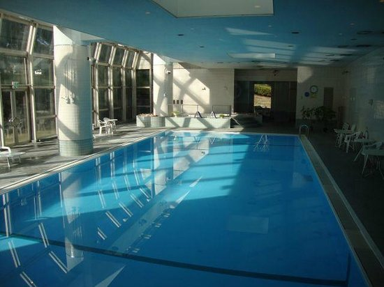 Narita Tobu Hotel Air Port: Indoor pool- you have to pay