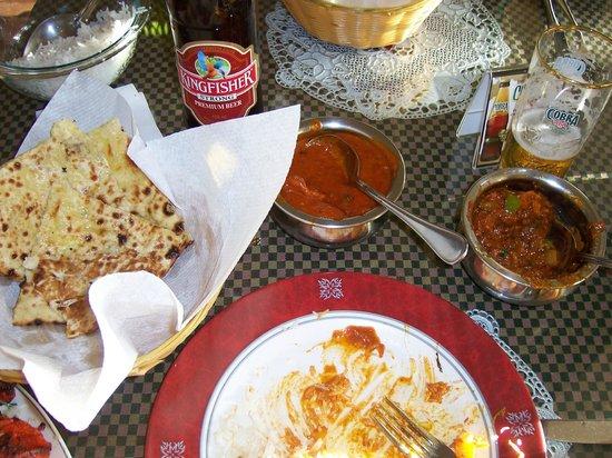 Indian Star Tandoori Restaurant : Butter Chciken- Naan and Roagn Lamb- stunning taste