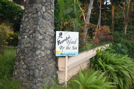 Karahe Beach Hotel: entrada