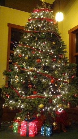 Wuksachi Lodge: Weihnachtsbaum in der Lobby