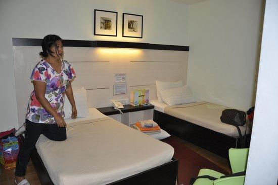 Sugbutel Family Hotel: room