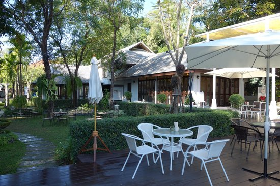 Ping Nakara Boutique Hotel & Spa: Garden Next to Ping River