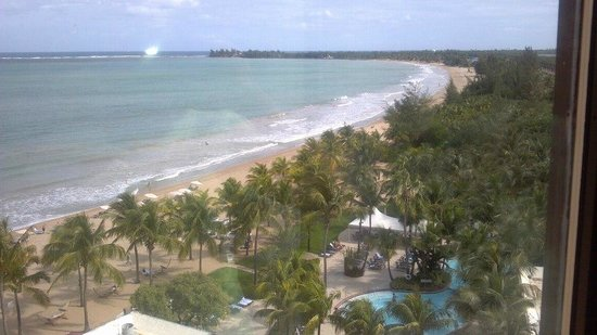 Courtyard by Marriott Isla Verde Beach Resort: View from windows in elevator bank