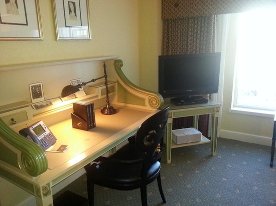 Hotel Commonwealth: Desk