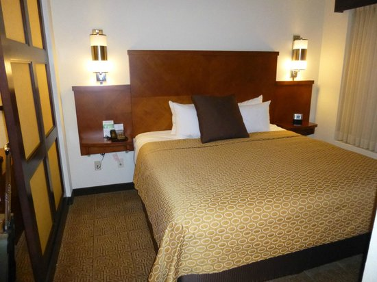 Hyatt Place Phoenix/Gilbert: king size bed