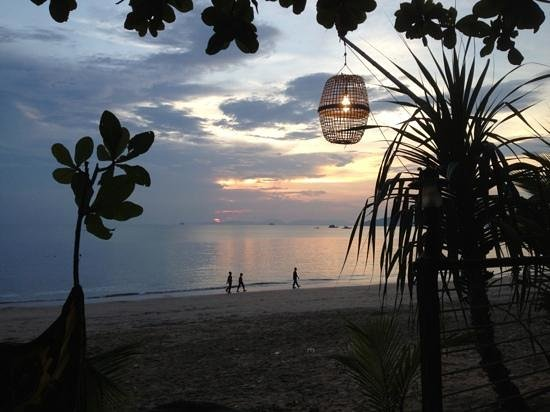 Bamboo Bay Resort: Ko Lante@sunset