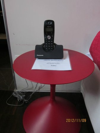 WRH Suites: Phone in the room