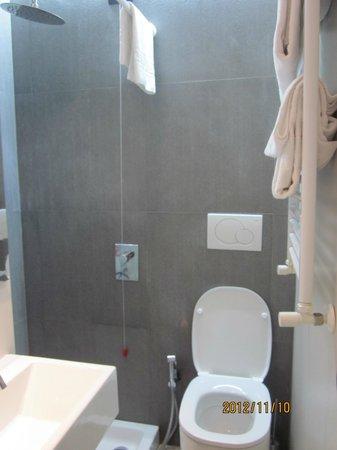 WRH Suites : Bathroom