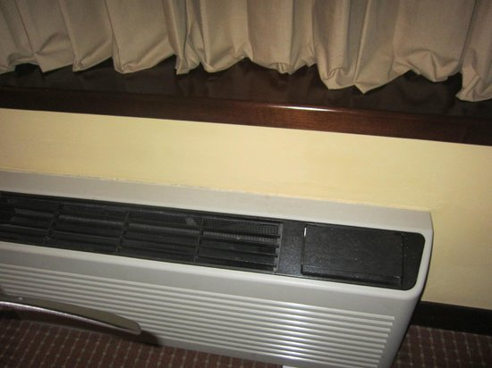 La Hacienda Miraflores: The Annoying Noisy Air Conditioning Unit.