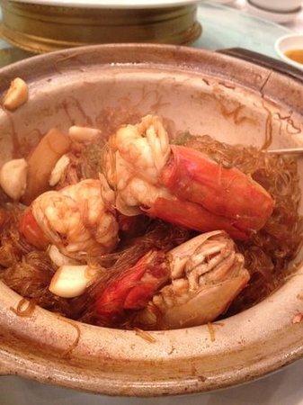Shangri La Chinese Restaurant: glass noddles with big prawns