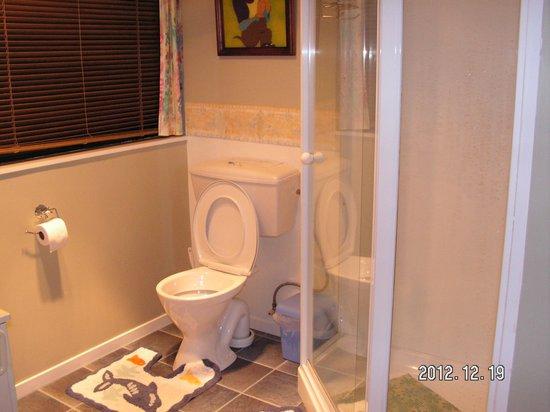 Waiarjipa Homestead: Clean and well designed bathroom