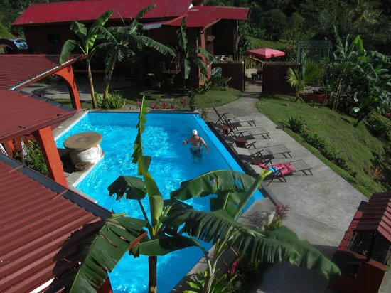 Toad Hall Hotel Arenal: Over view of pool