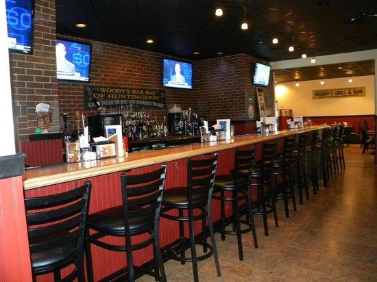 Woody's Bar-B-Q: Large Screen Televisions