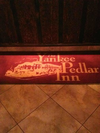 Yankee Pedlar Inn - TEMPORARILY CLOSED: Hotel Rug