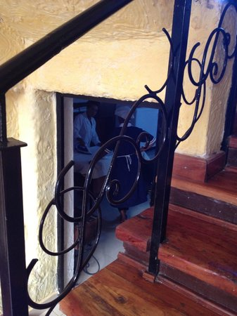 AREQU Guest House: Stairs, wonderful old wood
