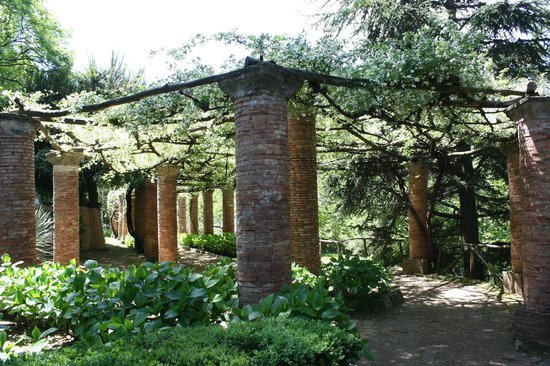 garden pillars Picture of Villa Cimbrone Gardens Ravello