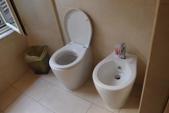 Casa Romana: Roomo 3 toilet and bidet