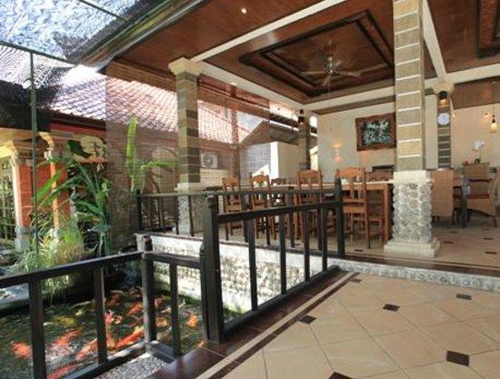 Sukun Bali Cottages: VERANDAH KOI POND RESTAURANT