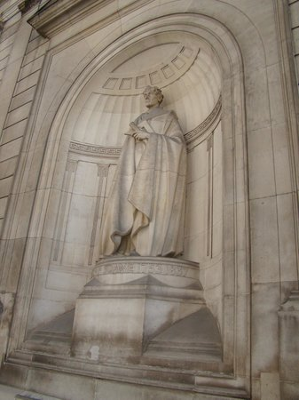 Sir John Soane's Museum: Statue of Sir John Soane in a niche of the Bank of England