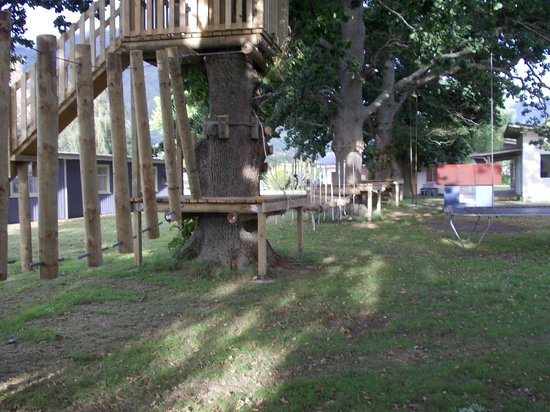 Te Aroha Holiday Park and Backpackers: Adventure Playground