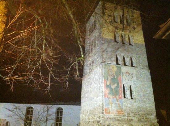 Hotel Victoria: Die alte Kirch im Dorf