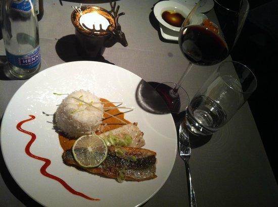 Hotel Victoria: Wolfsbarsch auf rotem Curry mit Basmatireis