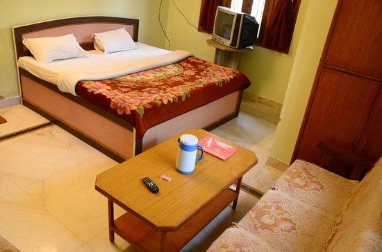 Hotel Krishnam Palace: Double Bed room