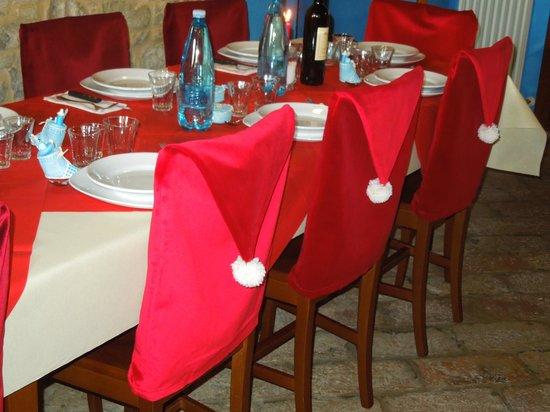 Agriturismo Nonno GiRò: L' arredo natalizio della sala ristorante